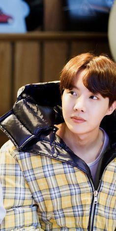 """"""" If me and Taehyung were both drowning who would you save first ?"""" Asked Yoongi. Jimin Jungkook, Taehyung, Bts Bangtan Boy, Namjoon, Gwangju, Jung Hoseok, Bts Boys, Seungri, Lee Min Ho"""