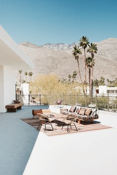 Palm Springs: The Ace Hotel way to reviving Desert Modernism - MidCentury - The guide to Modern furniture, Interiors and architecture Palm Springs Hotels, Palm Springs Style, Ace Hotel, Outdoor Spaces, Outdoor Living, Outdoor Decor, Design Hotel, House Design, Patio Design