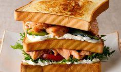 Sanduíche de salmão grelhado e cream cheese