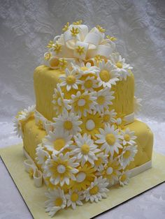 A yellow daisy theme for this vanilla cake with sugarcream filling and buttercream icing covered with fondant. I love to make big bow and I like the cascade effect with the flowers. The daisies are fondant. Gorgeous Cakes, Pretty Cakes, Amazing Cakes, Daisy Wedding Cakes, Daisy Cakes, Yellow Birthday Cakes, Just Cakes, Pastry Cake, Wedding Cake Designs