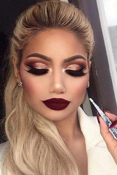 maquillage de fête faux cils lèvres rouges paillettes #makeup #beauty