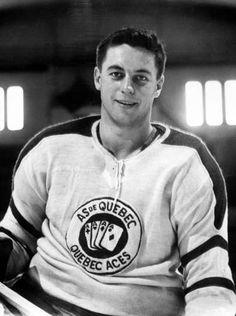 Jean Beliveau in Photos - - Montréal Canadiens - Photos Montreal Canadiens, Mtl Canadiens, Ice Hockey Players, Hockey Puck, Hockey Teams, Hockey Rules, Boston Bruins Hockey, Blackhawks Hockey, Hockey Sweater