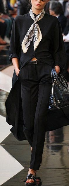 How to wear a scarf, all black outfit, classic chic, minimalist style, classy style
