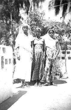 """La didascalia le definiva, collettivamente, """"Le nostre boyesse"""". Non con i loro nomi, che so, Asha, Faduma, Khadija, no, """"le nostre boyesse"""", come uno potrebbe dire """"i nostri alberi di fico"""""""