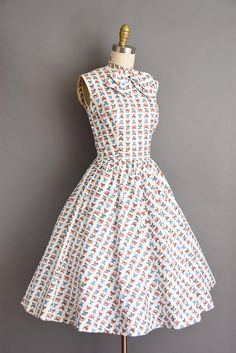 1950s vintage dress. Antique car novelty print 50s cotton full
