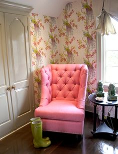 crazy pink tufted chair & unusual wallpaper