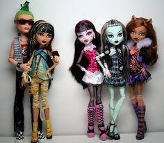 Muñecas Monster High - De izquierda a derecha: Deuce, Cleo, Draculaura, Frankie y Clawdeen