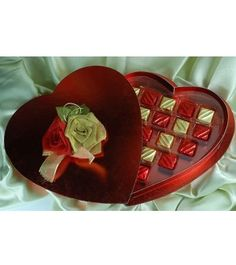 My Valentine Gift - Chocolates in heart shape to impress your valentine Chocolate Day, Valentine Chocolate, Send Chocolates, Online Gifts, Valentine Day Gifts, Red Roses, Heart Shapes, Unique Gifts, Make It Yourself