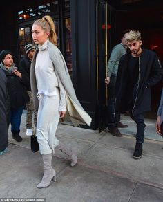 Gigi Hadid reunites with boyfriend Zayn Malik for romantic day in New York | Daily Mail Online