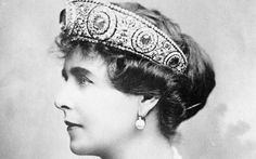 Royal Style: Queen Mary of Romania wearing a Cartier platinum, diamond- and sapphire-set tiara which once belonged to Grand Duchess Maria Pavlovna, Royal Tiaras, Tiaras And Crowns, Royal Crowns, Diamond Tiara, Sapphire Diamond, Royal Jewelry, Beaded Jewelry, Lovers Knot Tiara, Princess Caroline Of Monaco