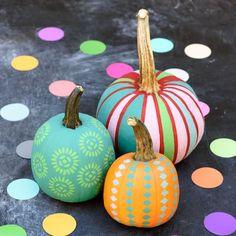 Vibrant décor chalk paint and handmade stencils yield some pretty groovy pumpkins. Click through for a tutorial and more Halloween pumpkin decorating ideas and designs. Pumpkin Colors, Pumpkin Art, Pumpkin Crafts, Pumpkin Carving, Pumpkin Ideas, Pumpkin Painting Ideas Diy, Pumpkin Painting Party, Pumpkin Designs, Scary Pumpkin