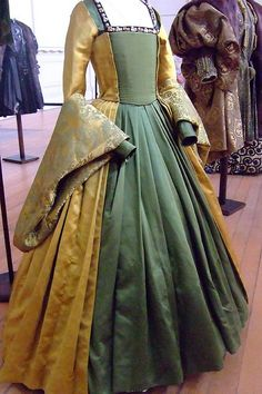 Tudor Style Costume from the film The Other Boleyn Girl displayed at Hampton Court Palace Mode Renaissance, Costume Renaissance, Renaissance Clothing, Renaissance Fashion, Tudor Dress, Medieval Dress, Elisabeth I, Tudor Costumes, Tudor Fashion