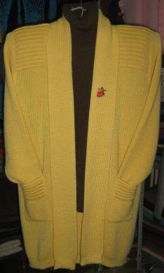 Ein elegantes #Set bestehend aus einer extra langen #Strickjacke und einem dazu passendem Rollkragen #Pullover.