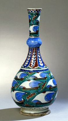 Iznik bottle. Turkey, ca. 1600.