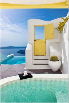 HOW FLIPPEN STUNNING IS THIS!!! I want to go to Santorini just to see their beautiful doors!