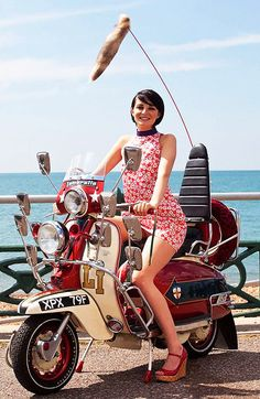 Jimmy's Scooter replica at Brighton seafront / Mod Weekender