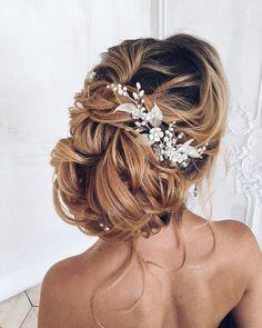 Unique messy updo wedding hair | fabmood.com #weddinghair #hairstyleideas #hairstyles #weddingupdo #upstyle #chignon #bridalhair #braidhairsyle #messyupdo #messyhairstyle #braids #braidupdo #hairstyleideas
