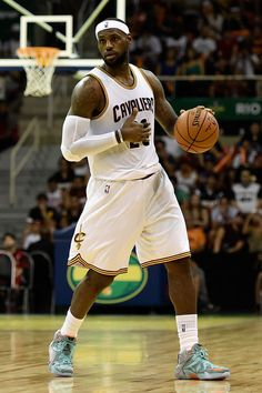 4. Lebron James is a person famous that I look up to because he is one of the greatest basketball player still playing