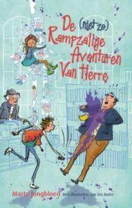 Ik las het boek De (niet zo) Rampzalige Avonturen Van Herre van Marte Jongbloed. Herre is een gewone jongen, uit een gewone klas maar zijn van zijn moeder mag hij niets, omdat zij bang is dat hem iets overkomt. Hier heeft hij best last van, maar dan komt er een nieuwe buurman, meneer Teunissen. Dit veranderd veel in het leventje van Herre.   #Herre #Iris Boter #kinderboek #lezen #Marte Jongbloed #voorleesboek