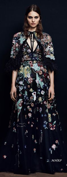 The complete Zuhair Murad Pre-Fall 2018 fashion show now on Vogue Runway. Couture Mode, Couture Fashion, Runway Fashion, Boho Fashion, Fashion Design, Fashion Trends, Ellie Saab, Bohemian Mode, Michael Cinco