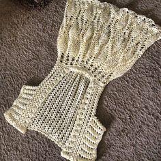 Free Crochet Clothes Hanger Patterns Fashion Illustration B Crochet Summer Tops, Crochet Crop Top, Crochet Bikini, Crochet Skirts, Crochet Yarn, Crochet Clothes, Crochet Designs, Crochet Patterns, Crochet Wedding Dresses