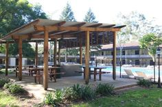 Jamberoo Resort Jamberoo Just 10 minutes' drive from Jamberoo Action Park, Jamberoo Resort features an outdoor swimming pool and a tennis court. Guests can enjoy a drink beside the open fireplace in the lounge bar, or dine at the on-site restaurant.