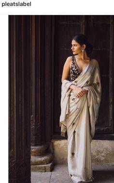 Pinterest • @bhavi91 Indian Attire, Indian Ethnic Wear, Indian Wedding Outfits, Indian Outfits, Indian Weddings, Lehenga Choli, Anarkali, Saree Jackets, Saree Blouse Designs