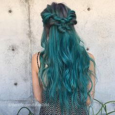 Long+Teal+Hair+With+Dark+Roots
