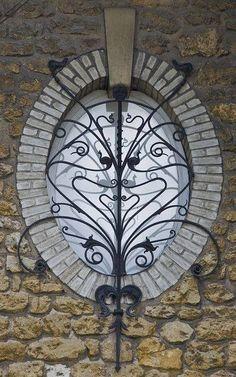 Maison, Parc de Saurupt, rue Maréchal Gérard, N°? Creato da bru42 rue Maréchal Gérard Nancy (Francia) - oval wrought iron window grill in France