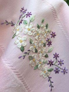 Kurtha Hand Embroidery Tutorial, Hand Work Embroidery, Embroidery Flowers Pattern, Embroidery Saree, Hand Embroidery Stitches, Hand Embroidery Designs, Ribbon Embroidery, Flower Patterns, Hand Stitching