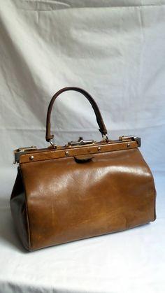 make up bag vintage set of toilets toilet bag travel bag brown leather 1960s and cap. Black Bedroom Furniture Sets. Home Design Ideas