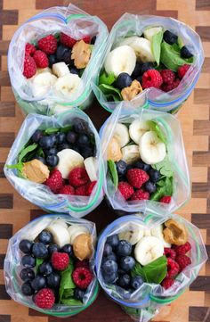 These Peanut Butter Green Smoothie Freezer Packs are an easy way to prep smoothies in advance to throw in the blender in the morning! Its not often I come across a recipe that actually changes my life but I feel like these Peanut Butter Green Smoothie F Freezer Smoothie Packs, Smoothie Prep, Healthy Smoothies, Healthy Drinks, Healthy Snacks, Green Smoothies, Make Ahead Smoothies, Green Breakfast Smoothie, Smoothie Blender
