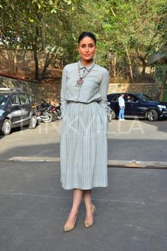 Kareena Kapoor Khan and Arjun Kapoor have been going all out to promote their movie Ki and Ka which releases next week and we surely cannot get enoug. Frock Fashion, Fashion Dresses, Women's Fashion, Western Style Dresses, Nice Dresses, Casual Dresses, Casual Indian Fashion, Designer Sarees Wedding, Indian Designer Outfits