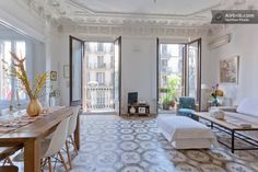 Beautiful Sunny Modernist House in Barcelona