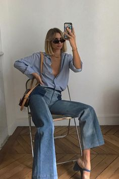 How to wear flared jeans Anne Laure Mais Source by outfits jeans Flare Jeans Outfit, Denim Outfit, Oufits Casual, Casual Outfits, Summer Outfits, Cute Outfits, Modern Outfits, 70s Fashion, Look Fashion