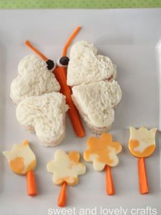 Cute and easy idea: butterfly sandwich, with veggies! Fun Food for Kids FOOD ART +++comida para niños divertida saludable facil mariposa sandwich fiesta cumpleaños merienda Food Art For Kids, Cooking With Kids, Cooking Ideas, Cooking Light, Toddler Meals, Kids Meals, Toddler Food, Food Art Lunch, Creative Food Art