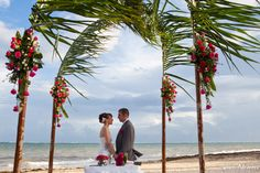 Juan Navarro - Real wedding pictures ocean coral & turquesa beach ceremony