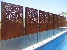 panneaux en acier corten décorés de cercles