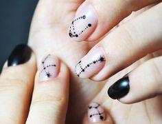 Минимализм в маникюре: геометрические рисунки и микроузоры на ногтях