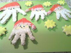 Handabdruck-Weihnachtsmänner Kindergarten, Crafts For Kids, Christmas Ornaments, Holiday Decor, Winter, Craft Ideas, Noel, Craft Kids, Baby Footprint Crafts