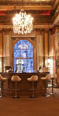 sometimes i do love the glamour of gilded ceilings and a fancy chandelier. The New York Palace in #NYC.