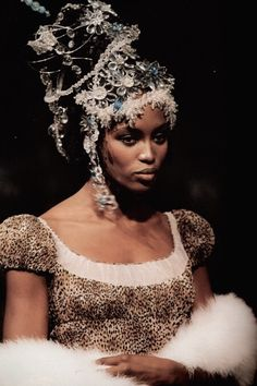 asiansulu:    naomi campbell & kate moss in john galliano for givenchy fw96