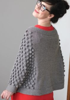 bobble poncho - pattern by El Matador Knitted Cape Pattern, Knitted Poncho, Knitting Patterns, Crochet Patterns, How To Purl Knit, Knit Picks, Pulls, Knitting Projects, Hand Knitting