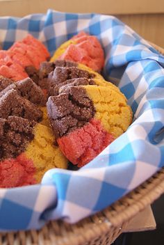 Polvorones (Three Color Mexican Cookies) & My Trip to Los Cabos - Desserts Mexican Pastries, Mexican Sweet Breads, Mexican Bread, Mexican Dishes, Mexican Bakery, Mexican Drinks, Just Desserts, Delicious Desserts, Yummy Food