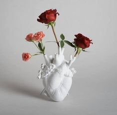Anatomical Heart Vase - Home Accessories Diy Cute Dorm Rooms, Cool Rooms, Home Decor Accessories, Decorative Accessories, Decorative Objects, Keramik Design, Anatomical Heart, Aesthetic Room Decor, Living Room Designs