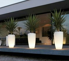 Le pot lumineux en 60 images Exterior lighting using lighted containers enhances the walkway. Backyard Lighting, Outdoor Lighting, Pathway Lighting, Lighting Ideas, Funky Lighting, Front Yard Landscaping, Backyard Patio, Modern Landscaping, Landscape Design