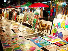 Art at the Sunday Night Market in Chiang Mai, Thailand @shoreskylines http://www.fromshorestoskylines.com/chiang-mai/