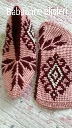 This Pin was discovered by HUZ Knitting Socks, Baby Knitting, Tunisian Crochet, Knit Crochet, Stitch Patterns, Crochet Patterns, Crochet Slipper Pattern, Diy Vetement, Knitted Baby Clothes
