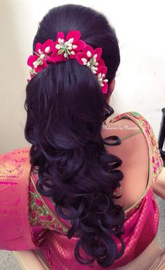 Pin by Niveditha on Wedding hairstyles Wedding Hairstyles For Women, Bridal Hairstyle Indian Wedding, Engagement Hairstyles, Hairdo Wedding, Indian Wedding Hairstyles, Bride Hairstyles, Hairstyles Haircuts, Flower Hairstyles, Bridal Hairdo