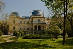 ANDRÁSSY-KASTÉLY, TÓALMÁS Budapest City, Royal Residence, Facade House, Ancient Architecture, Where To Go, Beautiful Places, Porte Cochere, Villa, England